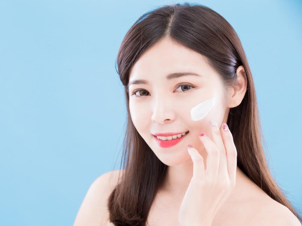 Produk perawatan kulit saat liburan musim dingin.