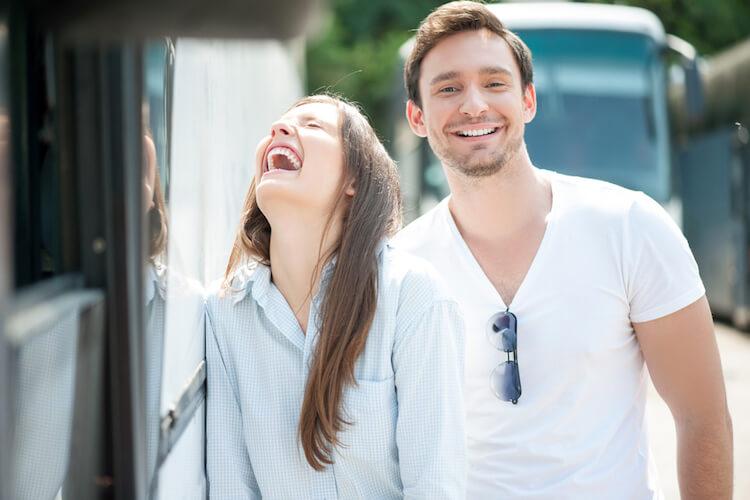 Alasan Pria Humoris Layak Dijadikan Pasangan
