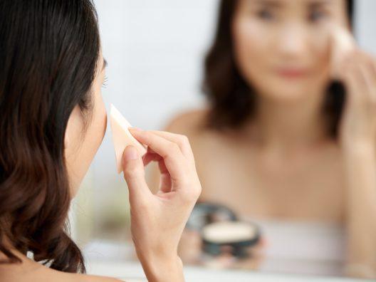 Menutupi Jerawat dengan Makeup