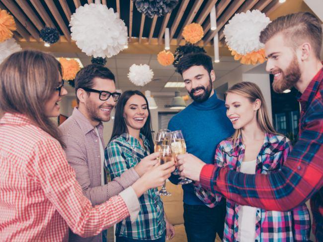 tips bagi introvert dalam menghadapi pesta kantor