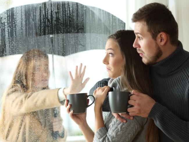 alasan wanita gemar stalking pacar baru mantan