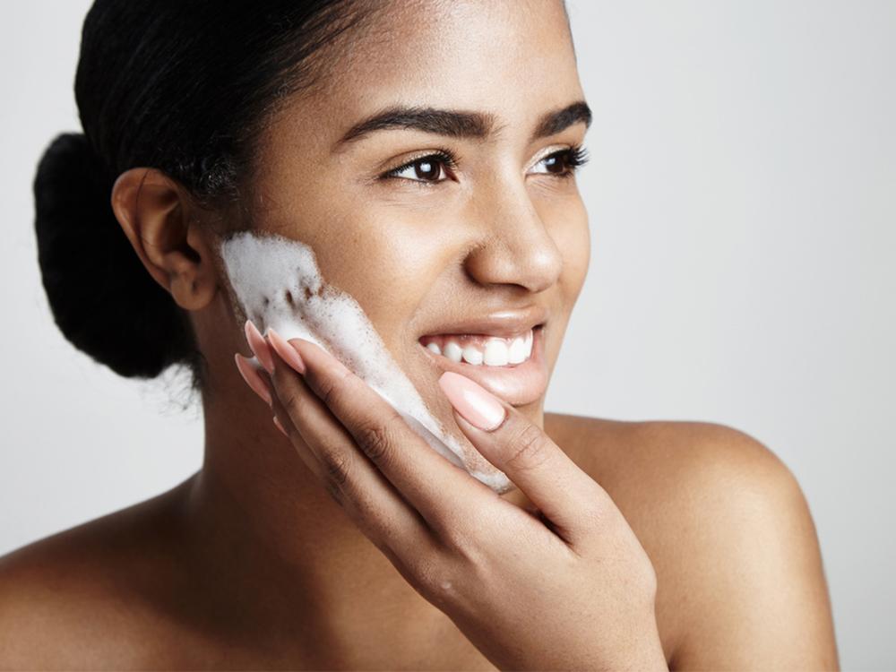 Membersihkan dan Mencuci Wajah