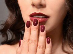 Lipstik Merah Gelap Lokal