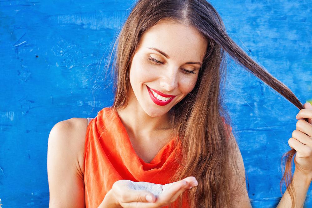 Dry shampoo dapat membuat rambut serta poni Anda terlihat bersih dan  bervolume kembali tanpa perlu mencuci rambut atau melakukan blow ... 63e5e780f9