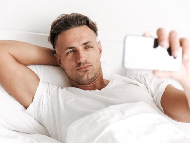 Tingkah pasangan di social media