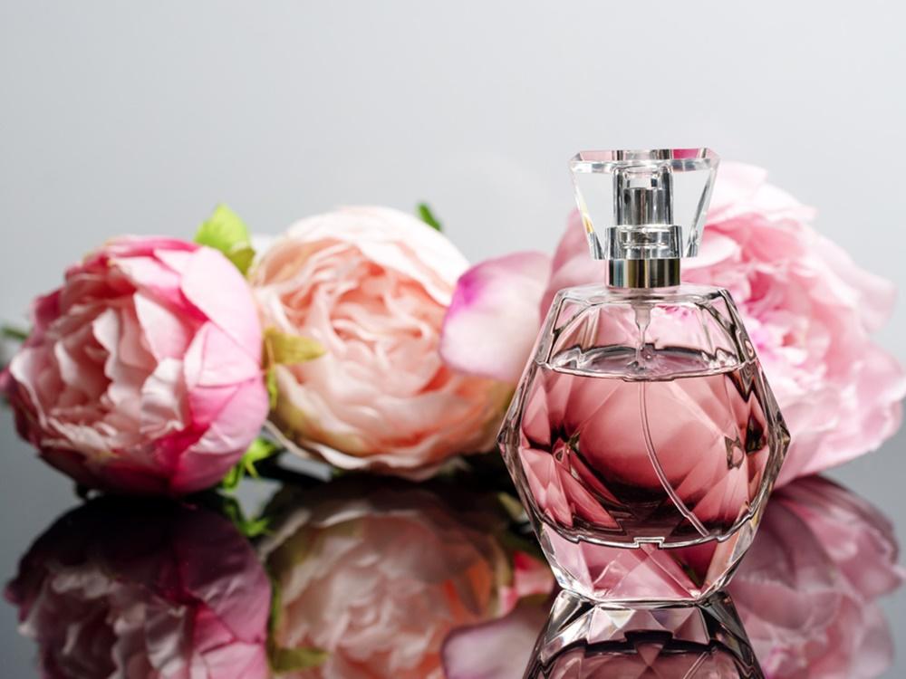 3 produk kecantikan esensial yang perlu dibawa saat kencan