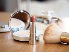 produk kecantikan yang perlu dibawa saat kencan