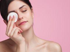 kesalahan membersihkan makeup mata