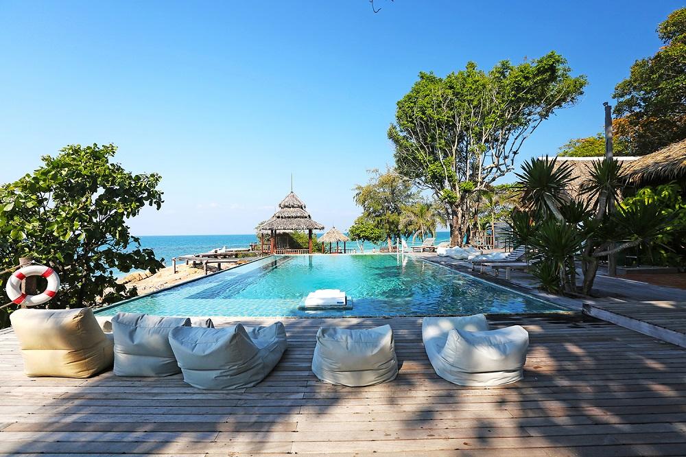 resort-pool-wide