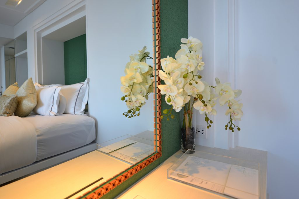 DressingTable & Mirror of bed_2744