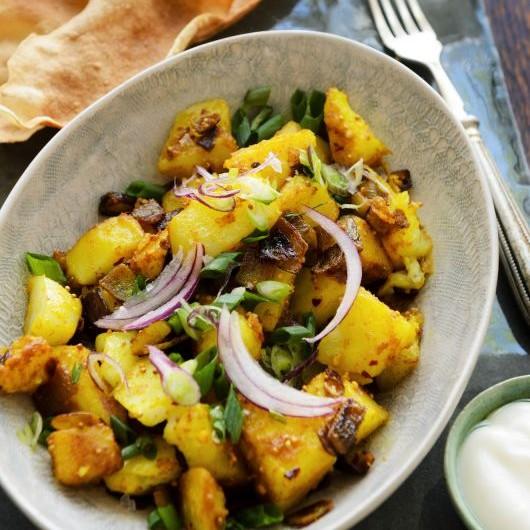 Alu hare pyaz ki sabzi(Spring onions and potato stir fry)
