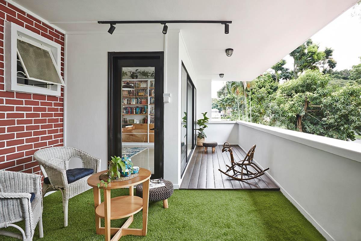 SquareRooms-three-d-balcony-dining-area