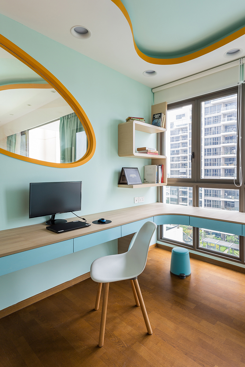 squarerooms-free-space-intent-vintage-retro-office-room-bright-blue-green-colourful-orange-spacey