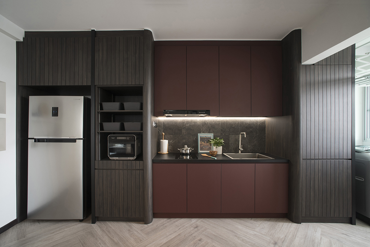 squarerooms-komorebi-interior-design-kitchen-dark-moody-wood-red-bordeaux