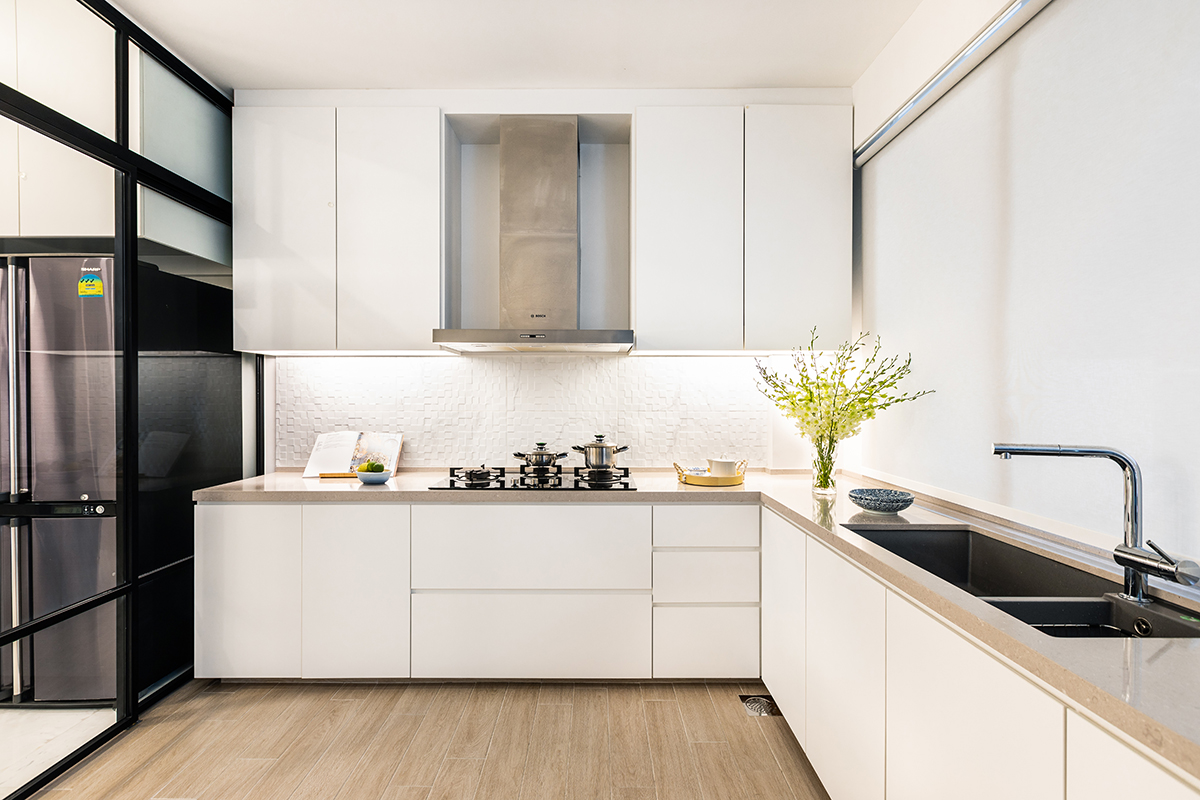 squarerooms-w-atelier-kitchen-white-cream-soft-tones