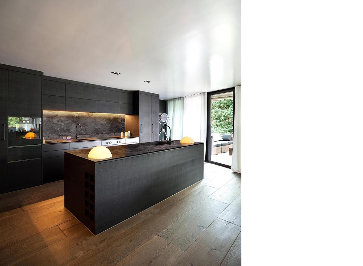 squarerooms-greenlam-kitchen-dark-wooden-brown-orange