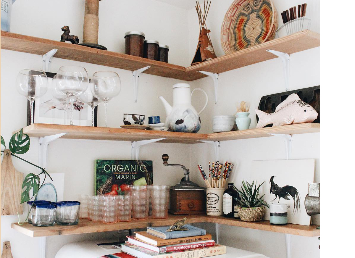 squarerooms-_annalouise._-wall-storage-shelves-wooden-boards-corner