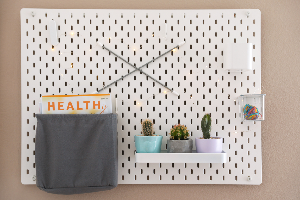 squarerooms-pegboard-wall-storage