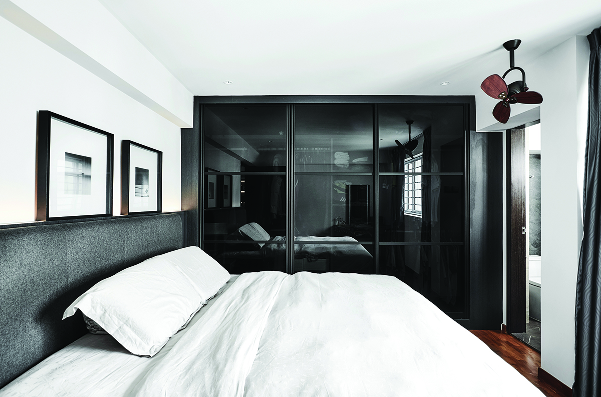 squarerooms-icon-interior-wardrobe-black-glass-doors-bedroom-bed