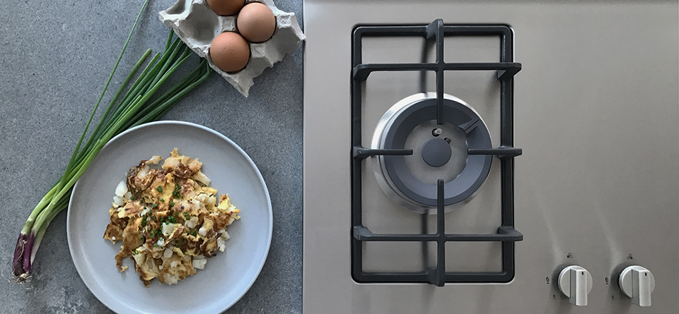 squarerooms-tecno-cooktop-countertop-flatlay-stove-eggs-food