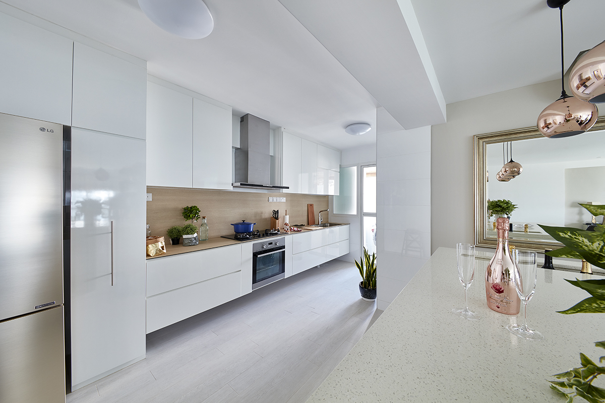 squarerooms-free-space-intent-kitchen-shiny-bright-white-scandinavian
