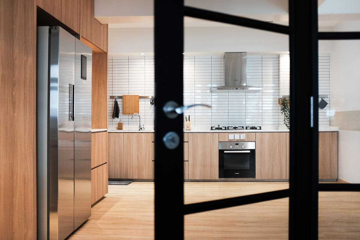 squarerooms-kdot-associates-kitchen-wood-through-door-half-open