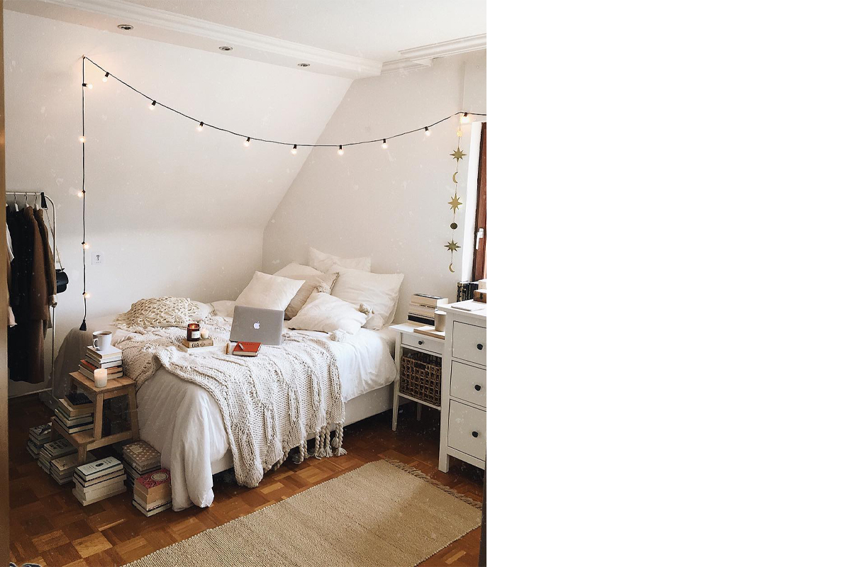 squarerooms-abookinherhand-bedroom-decor-books-bookish-bed-fairy-lights-cute-tumblr-aesthetic-white