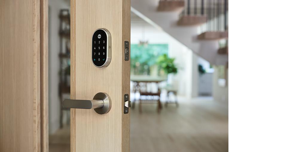 squarerooms-yale-smart-lock-on-wooden-door