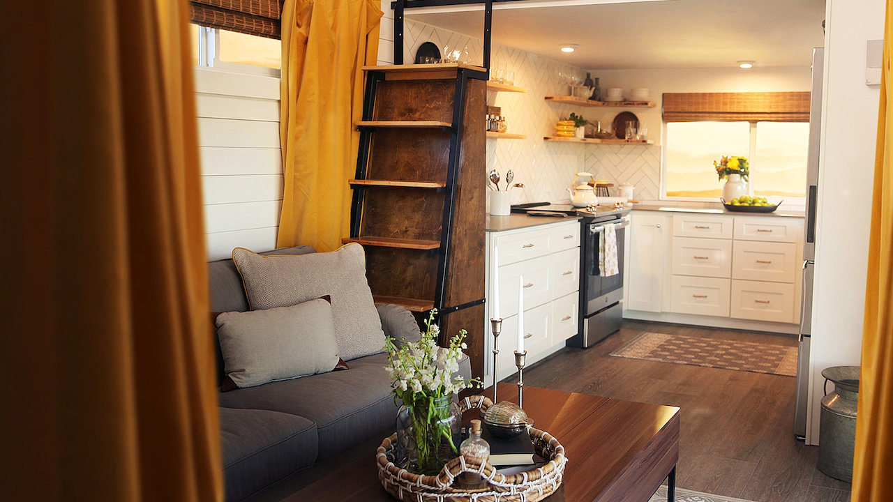squarerooms-netflix-tiny-house-nation-small-home