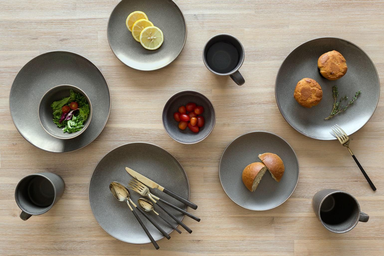 squarerooms-castlery-decor-black-stone-plates-luxurious-food-flatlay-table