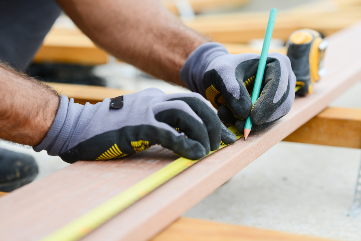 squarerooms-measuring-wooden-board-with-gloves