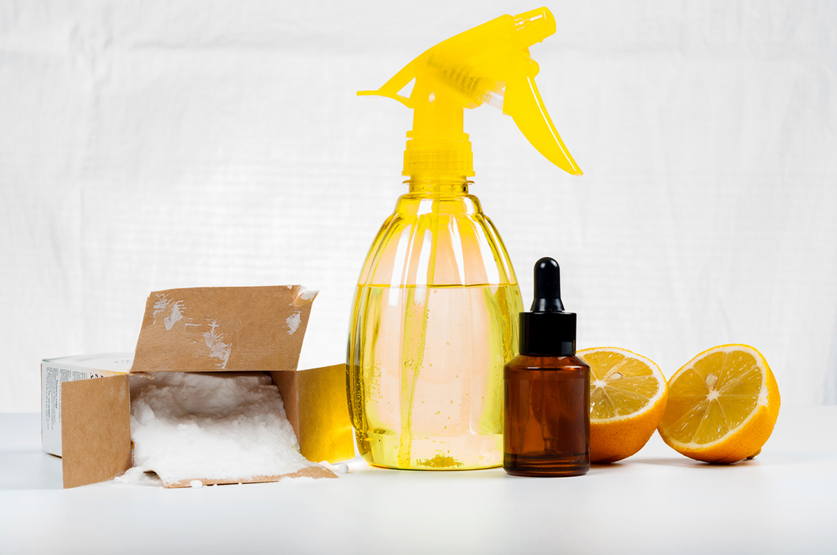 squarerooms-alternative-cleaning-solutions-yellow-spray-bottle-baking-soda-citrus-vinegar