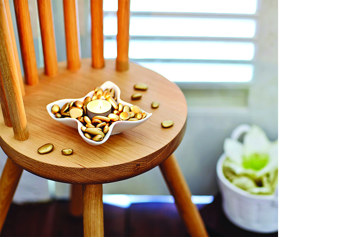 squarerooms-wooden-chair-with-candle-diy-holder-pebbles-decor-aesthetic