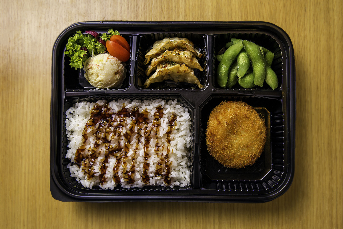 squarerooms-bento-box-ippudo-japanese-food-flatlay-wooden-table-background-meal-lunch-set