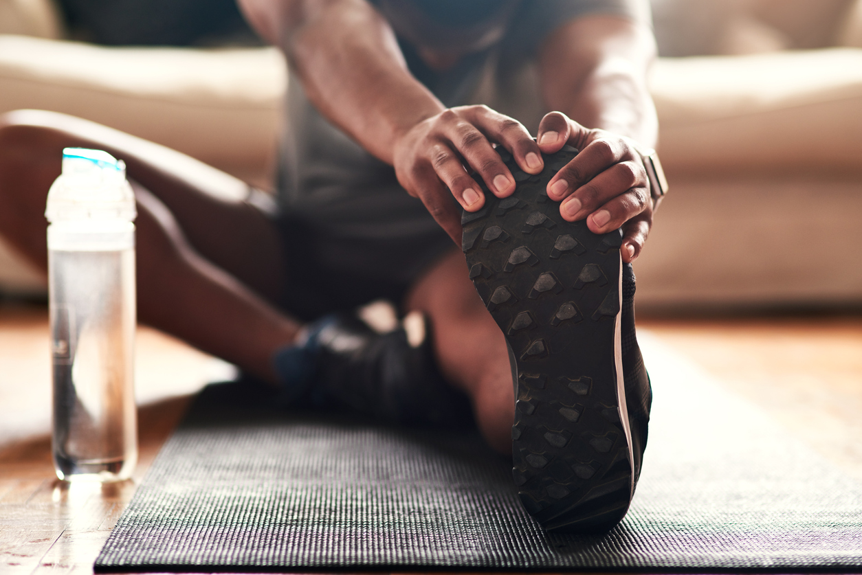 squarerooms-yoga-exercise-mat-stretching-home-water-bottle-leg-foot-shoe