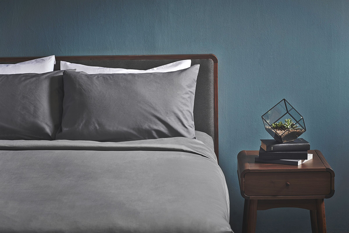 squarerooms-bedroom-bed-bowie-grey-covers-blue-wall-commune