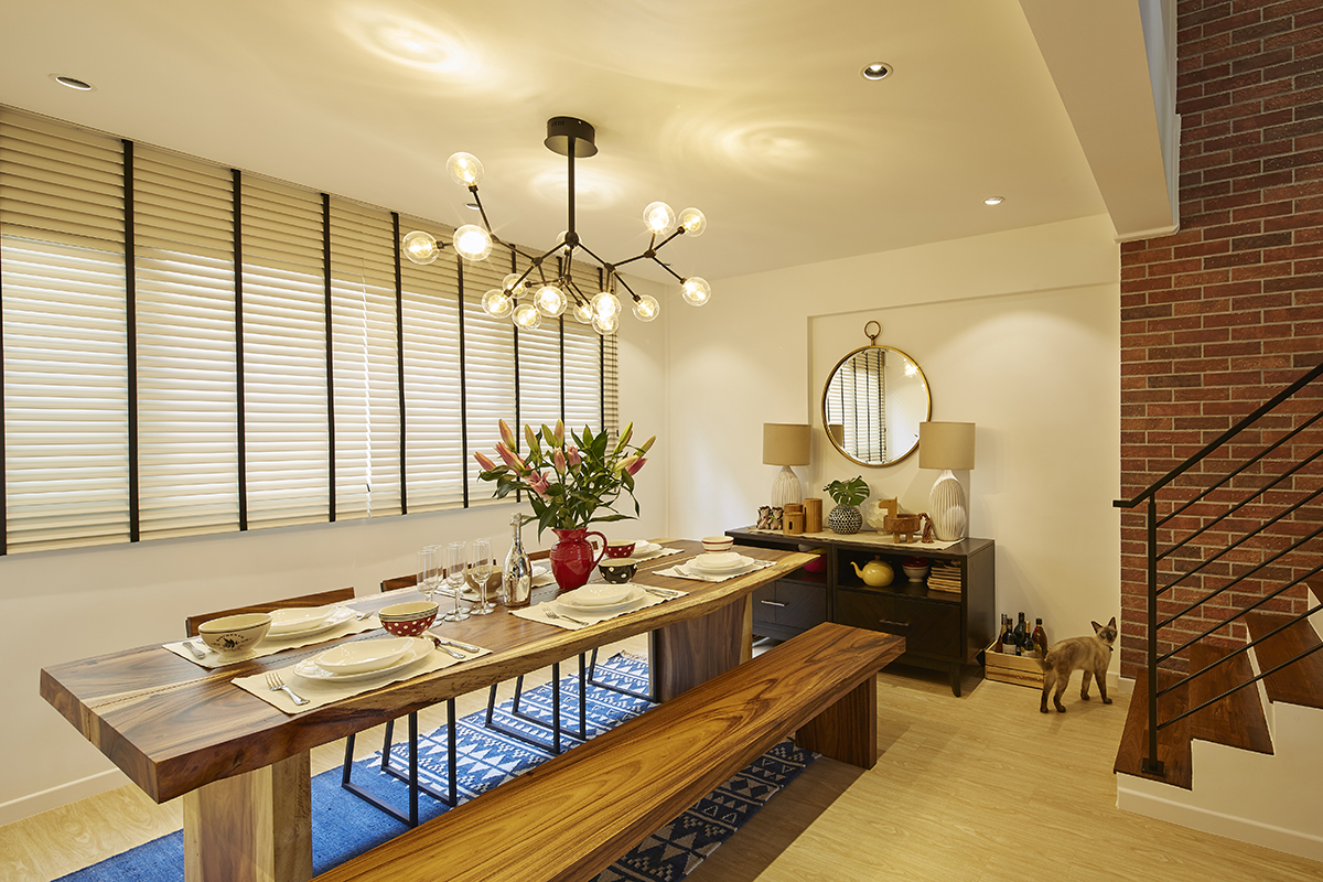 SquareRooms-richfield-integrated-interior-design-singapore-home-dining-room-warm-wooden-table