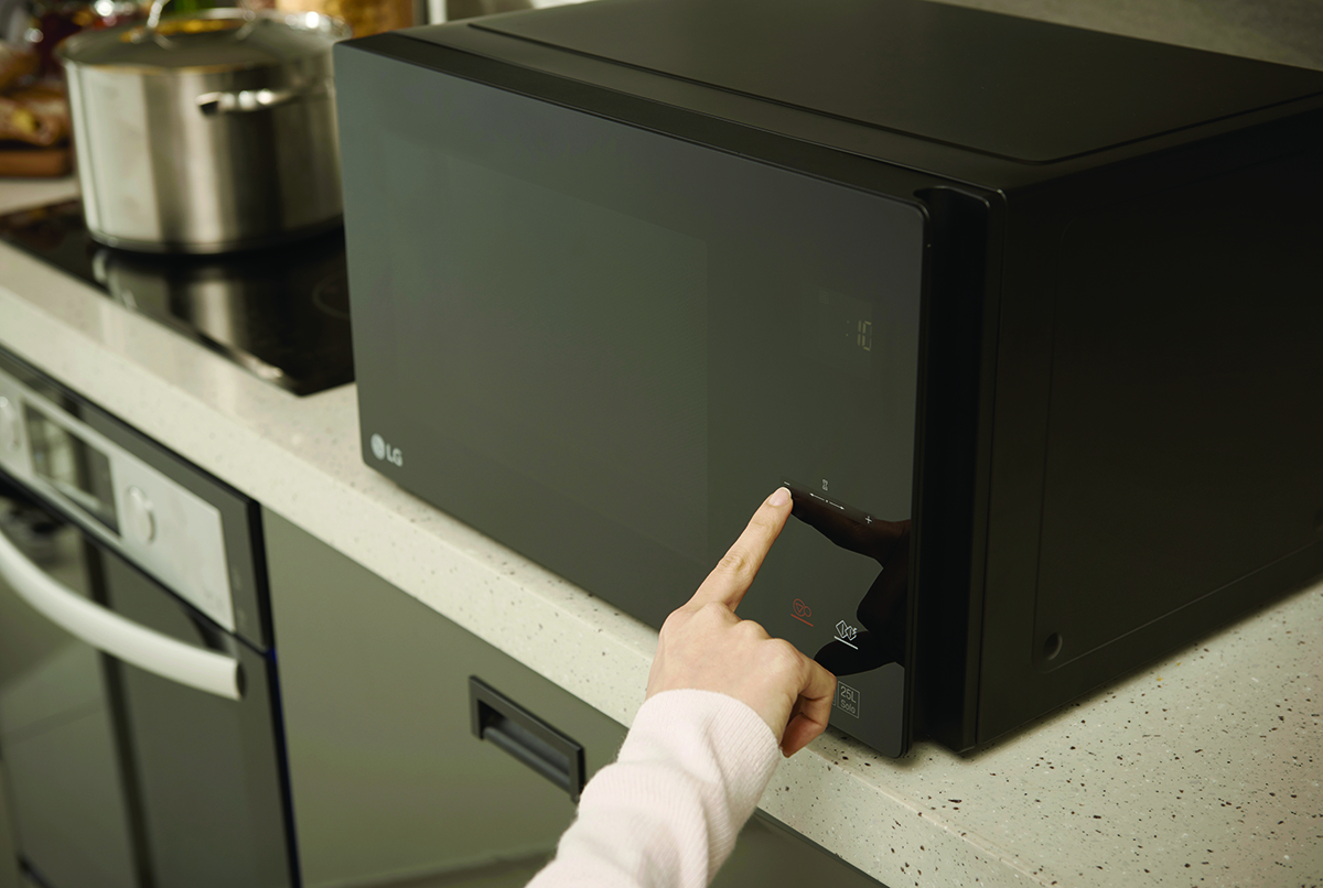 squarerooms-lg-neochef-cooker-kitchen-appliance-microwave-hand-finger-touching