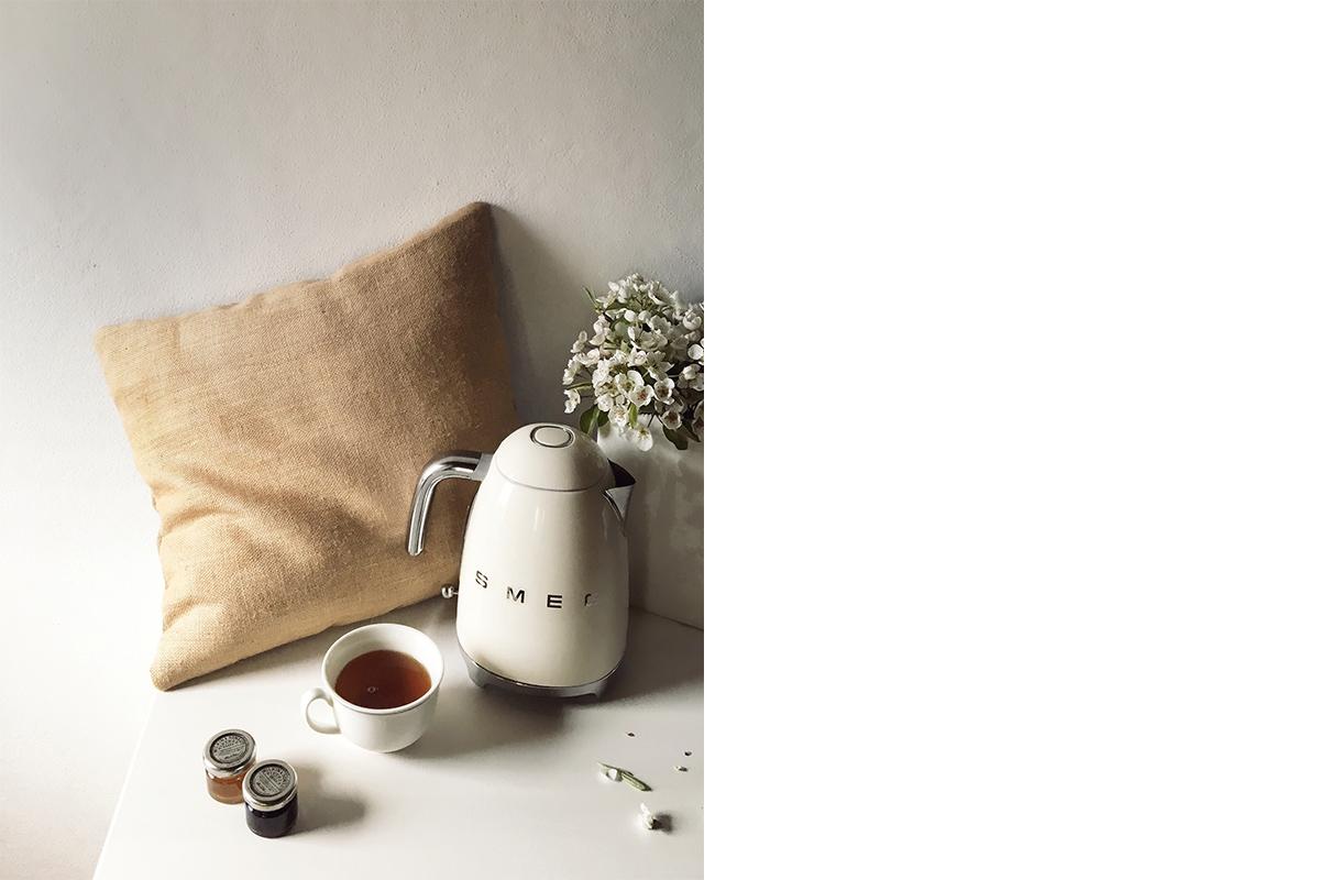 squarerooms-smeg-cream-white-kettle-pillow-lifestyle-photo