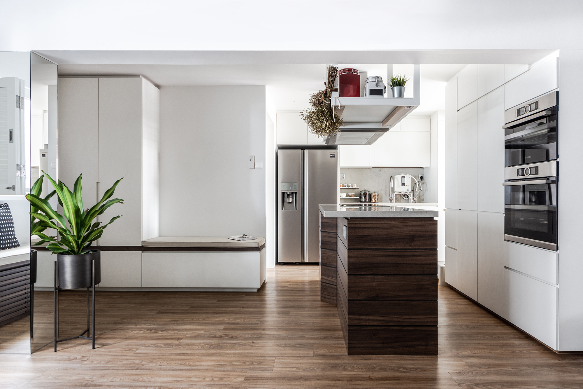 squarerooms-distinct-identity-kitchen-open-wooden-island-plant