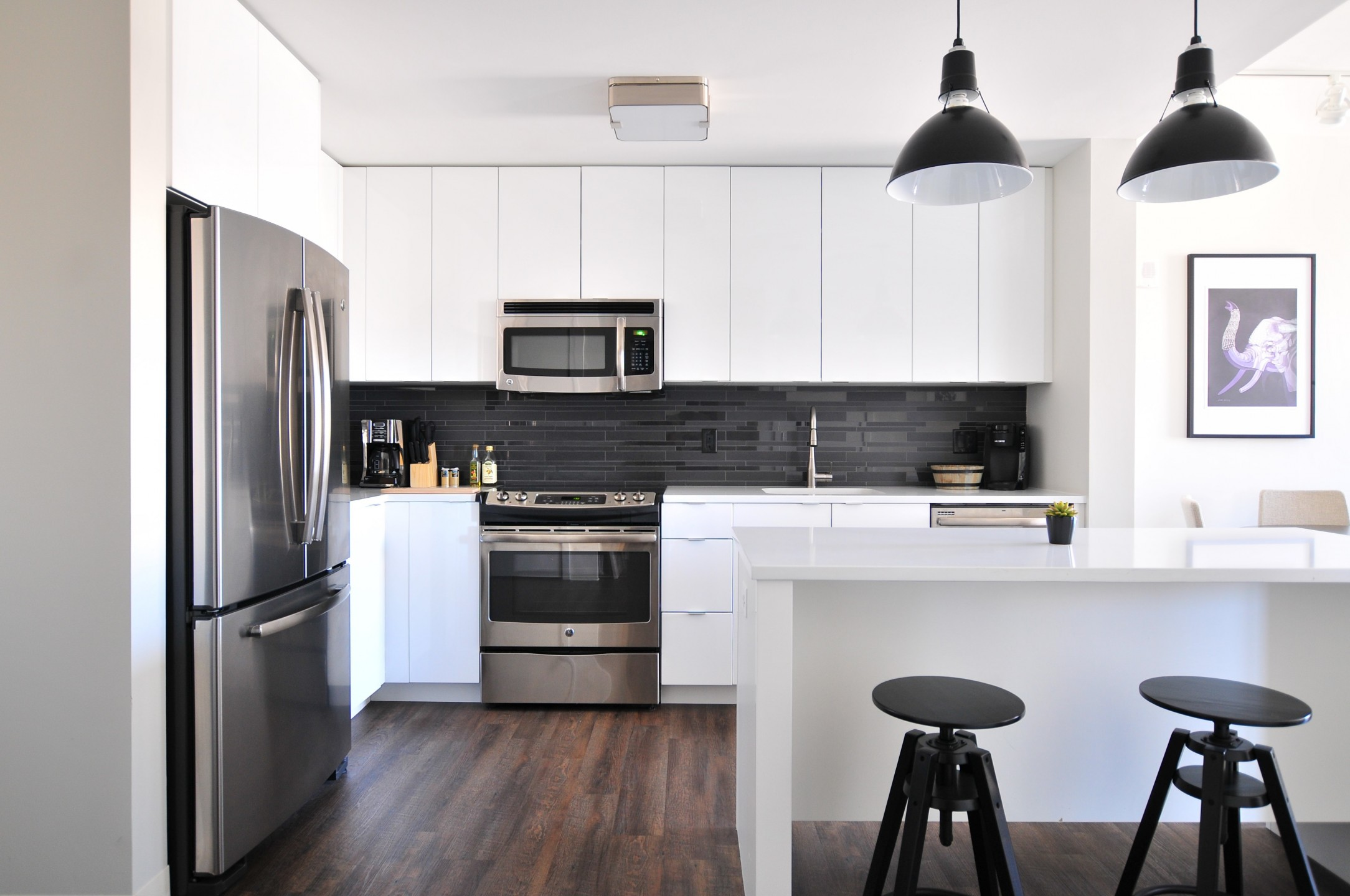 squarerooms-black-white-monochromatic-kitchen