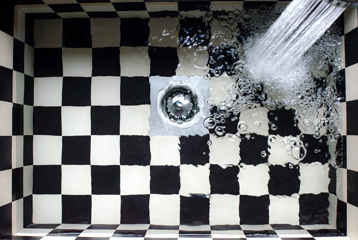squarerooms-kitchen-bubble-sink-water-clogged-drain