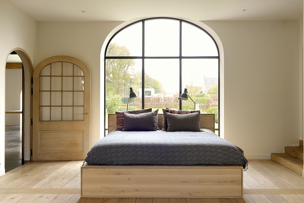 SquareRooms-Soul-and-Tables-wooden-bedroom-bed