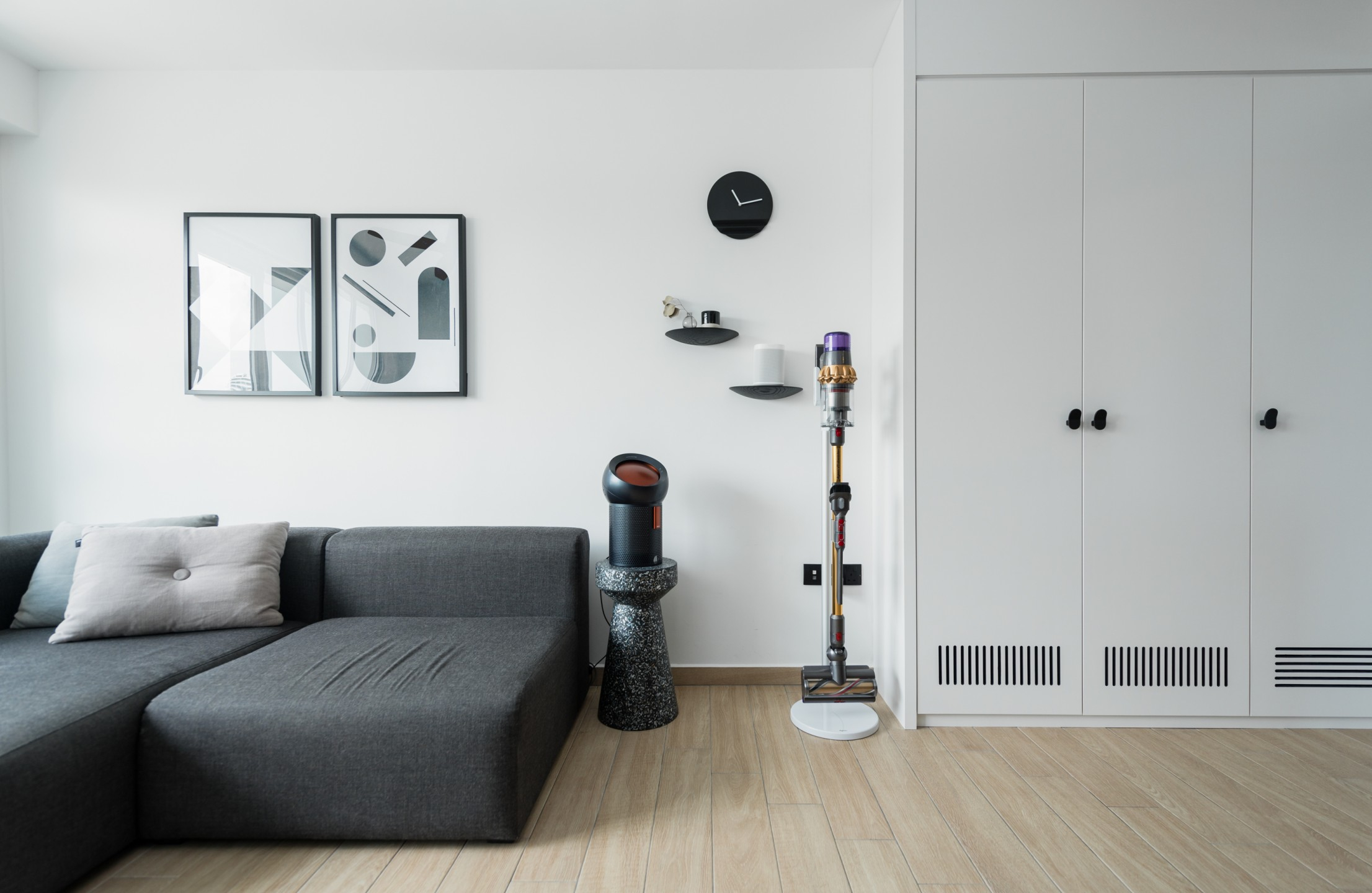 squarerooms-dyson-home-appliance-lifestyle-monochromatic-sleek-living-room-grey
