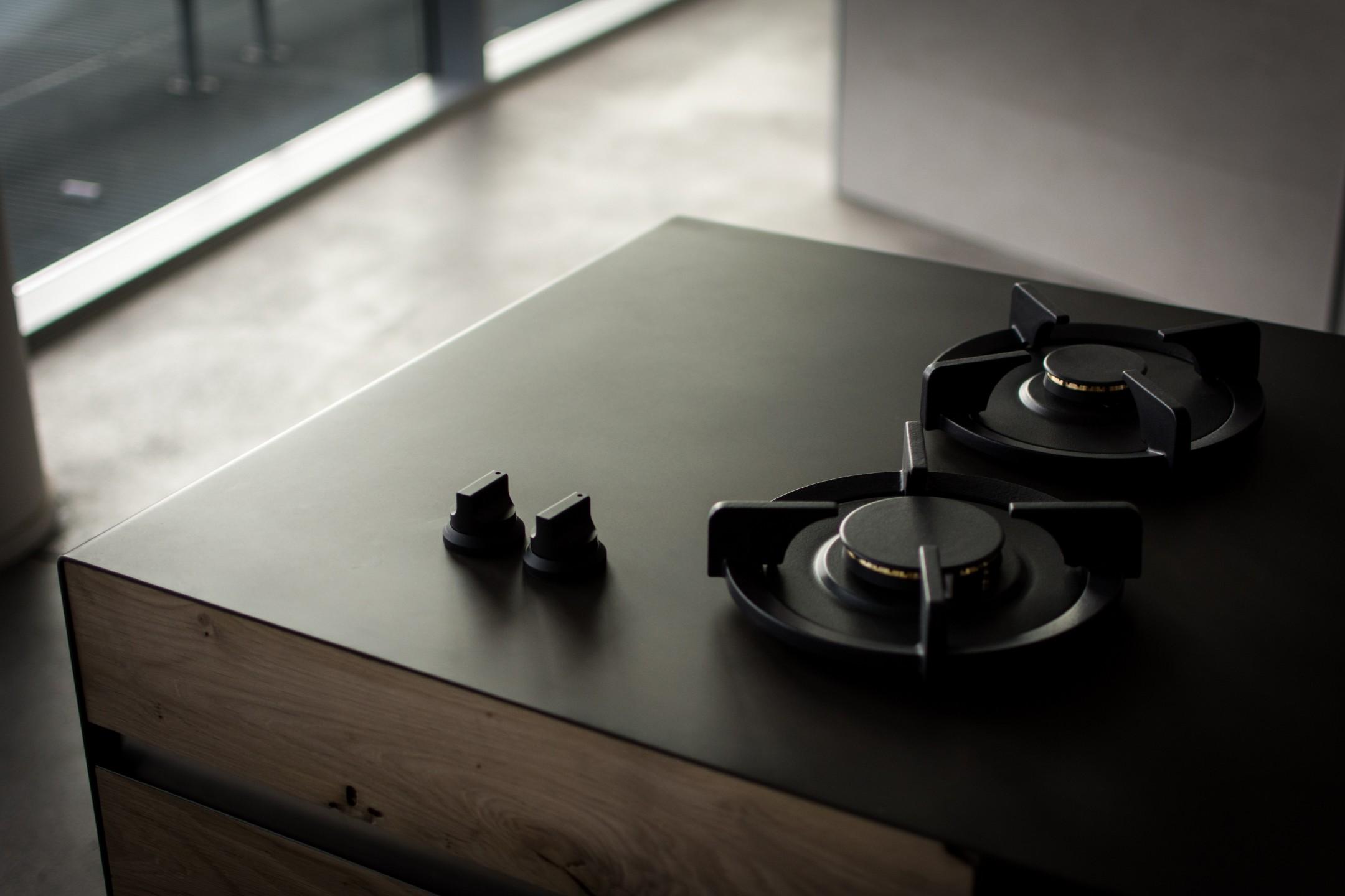 squarerooms-kitchen-stove-clean-new-sleek-smooth-black