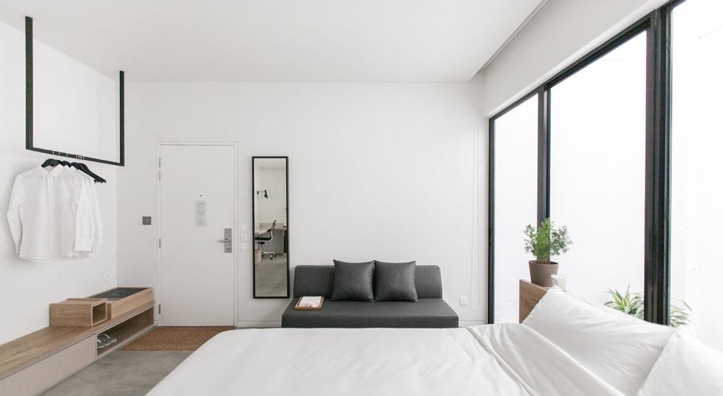 squarerooms-hotel-singapore-style-lloyds-inn-white-minimalism-suite
