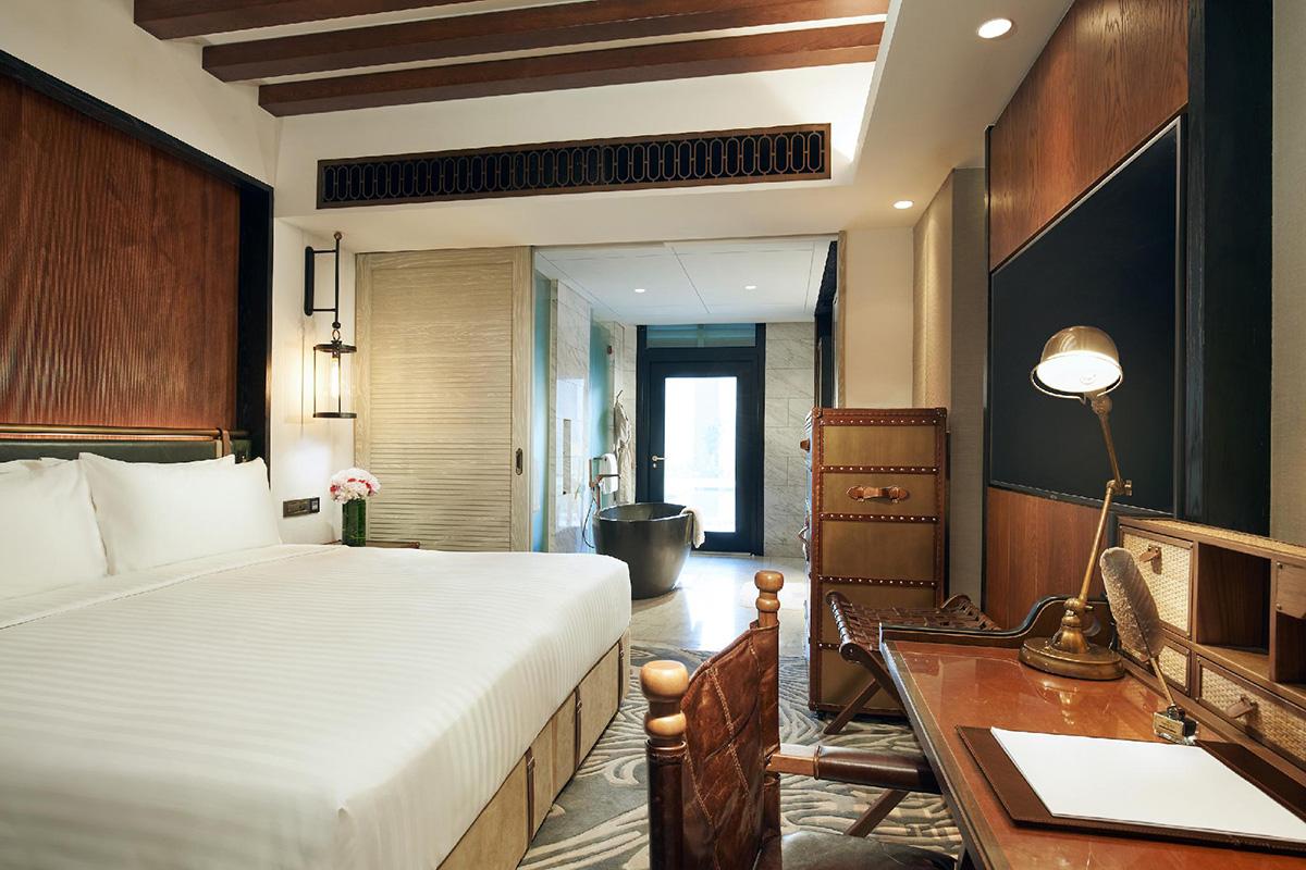 squarerooms-barracks-hotel-sentosa-rustic-suite-room-wooden-singapore-sentosa