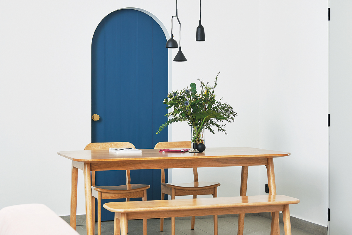 squarerooms studio fortyfour blue curved design condo dining room wooden table blue door