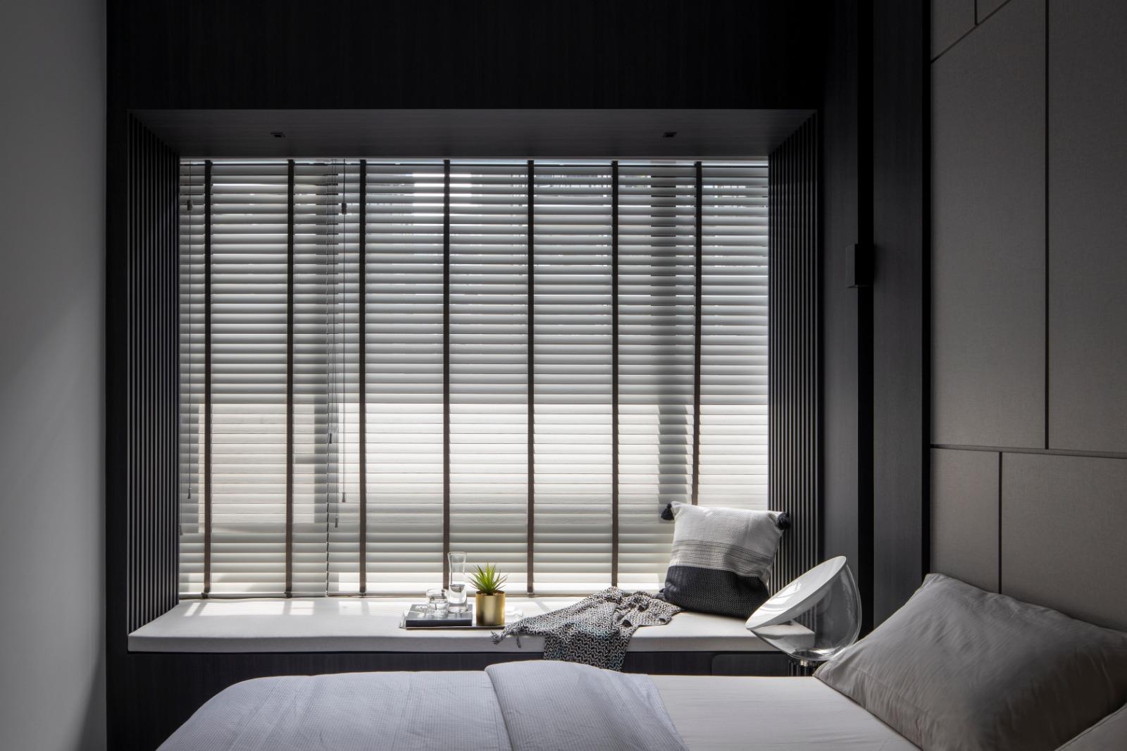 squarerooms-joey-khu-bedroom-bay-window-bed