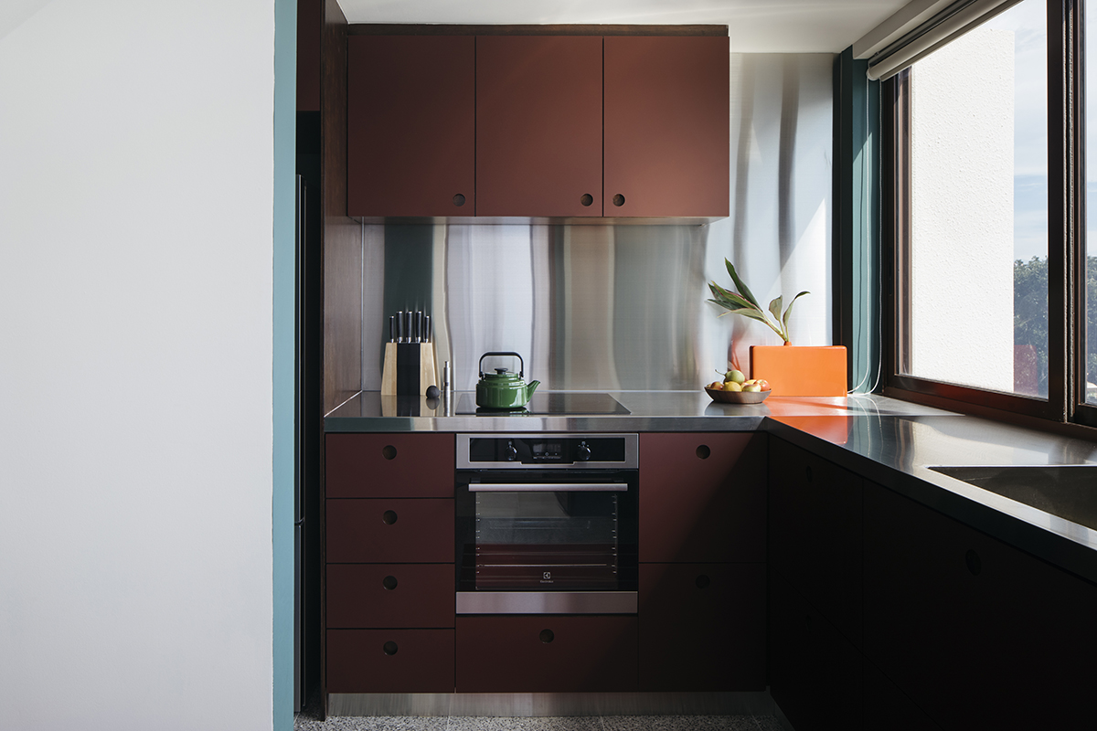 squarerooms-kitchen-surface-material-stainless-steel-backplash-monocot-studio